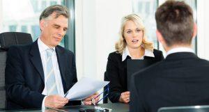 ראיון עבודה -2 מנהלים מראיינים עובד