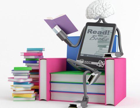 דמות עם טאבלט יושבת על ספרים