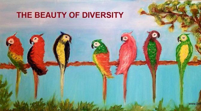 תוכים צבעוניים עם הכיתוב The beauty of diversity